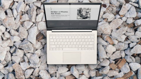 laptop-on-the-rocks